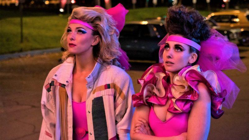 La star de « GLOW » Alison Brie dit aux fans « Ne retenez pas votre souffle » en attendant un film