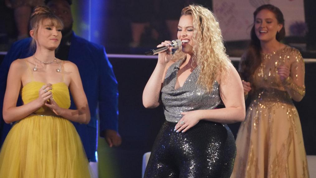 Le Top 12 d'American Idol ajoute leur éclat aux classiques nominés aux Oscars (RECAP)