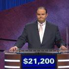 """Ancien """"Jeopardy!""""  Les concurrents font part de leurs inquiétudes après que le joueur semble utiliser le signe de puissance blanc"""