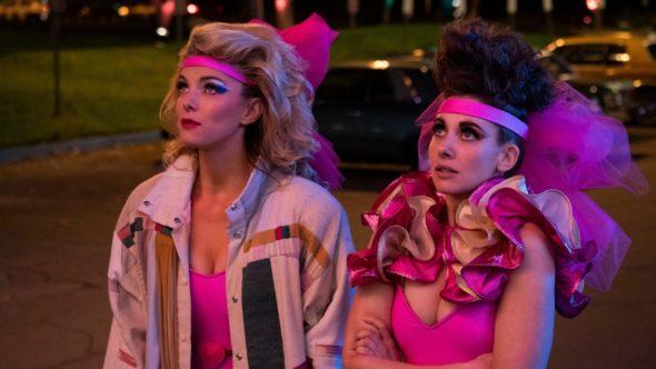 GLOW: Alison Brie dit «Ne retenez pas votre souffle» en attendant un film Netflix