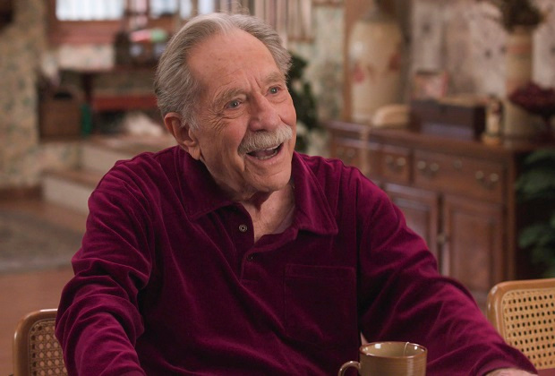 Les Goldberg rendent hommage au regretté George Segal dans l'épisode final de Pops