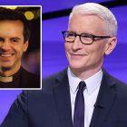 Péril!  Vidéo: Anderson Cooper réprimande les 3 candidats pour ne pas avoir identifié le `` prêtre chaud '' de Fleabag