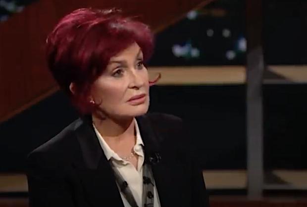 Sharon Osbourne, « en colère » et « blessée », dit à Bill Maher « J'ai été appelé beaucoup de choses, mais un raciste que je ne prendrai pas »