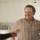 «Un million de petites choses»: visites du père de Gary - Est-ce que Darcy et lui vont s'entendre?  (VIDÉO)