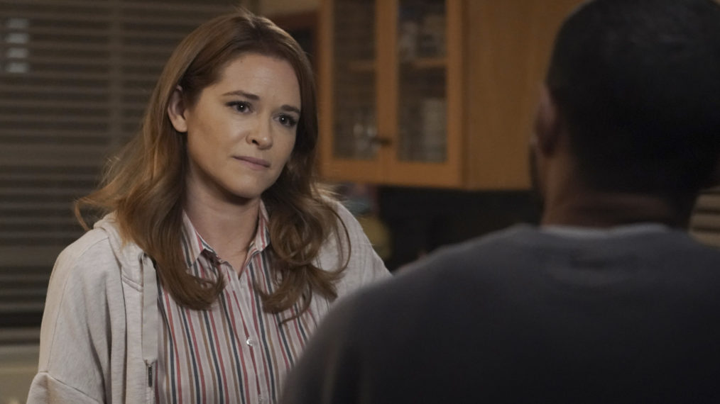 'Grey's Anatomy' Saison 17 Episode 14: Un favori des fans quitte la série (RECAP)