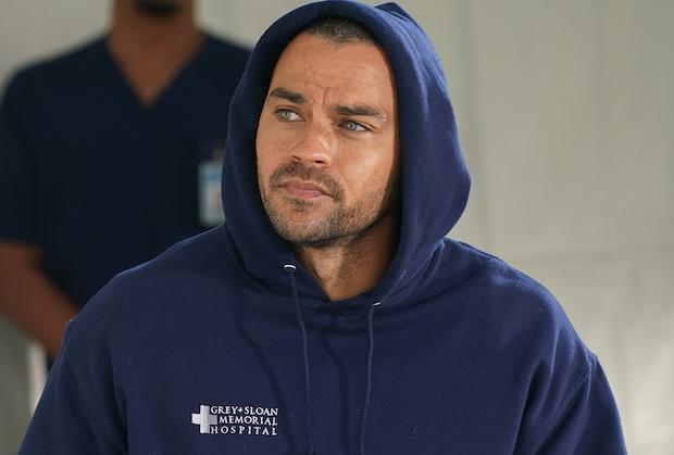 Jesse Williams de Grey's Anatomy partage ses sentiments sur sa sortie, une possible retombée de « Japril » et le médecin idéal pour remplacer Jackson dans le groupe des plastiques
