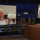 """Helen Mirren surprend les fans de """"Tonight Show"""" en faisant son interview dans sa baignoire (VIDEO)"""