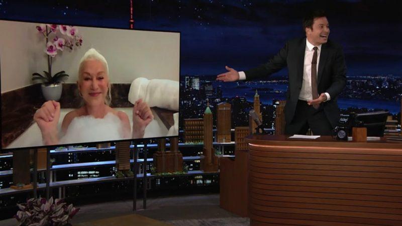 Helen Mirren surprend les fans de «Tonight Show» en faisant son interview dans sa baignoire (VIDEO)