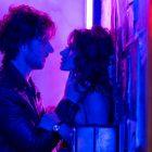 Sarah Shahi de Sex/Life sur le regard féminin du drame Steamy Netflix, tournant des scènes de sexe avec des réalisatrices