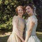 """Lily James et Emily Beecham sont dans """"La poursuite de l'amour"""" dans la bande-annonce de la comédie dramatique romantique (VIDEO)"""