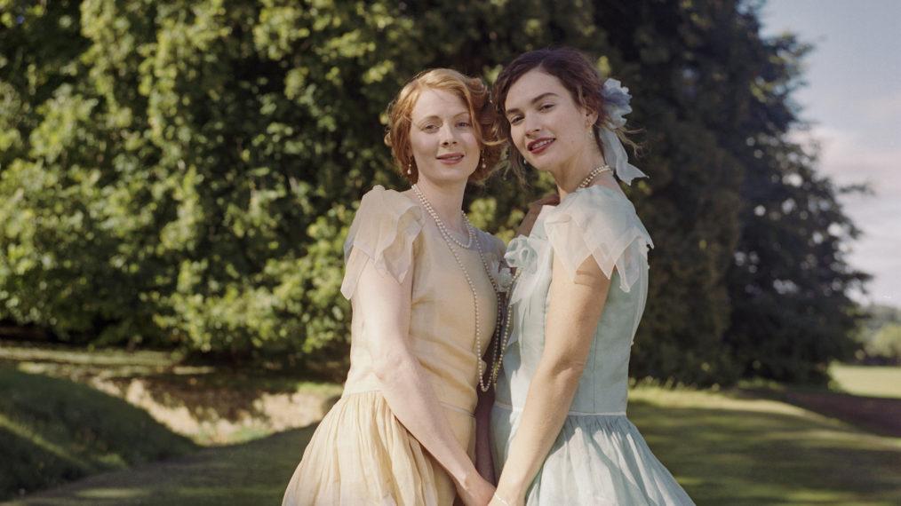 Lily James et Emily Beecham sont dans «La poursuite de l'amour» dans la bande-annonce de la comédie dramatique romantique (VIDEO)