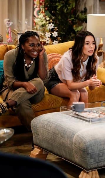 Harper et Carly regardent la télévision - iCarly Saison 1 Épisode 4