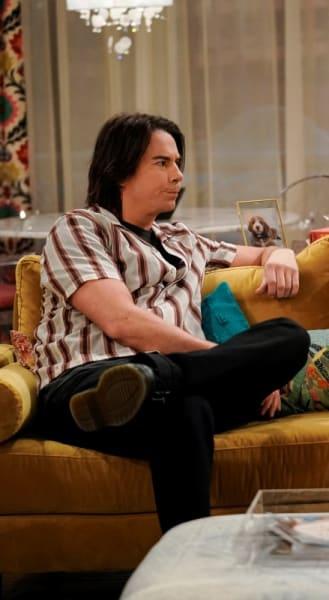 Spencer sur le canapé de Carly - iCarly Saison 1 Épisode 4
