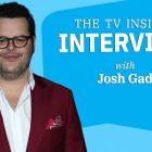 """La star et créateur de """"Central Park"""" Josh Gad sur la quantité """"insensée"""" de numéros musicaux (VIDEO)"""