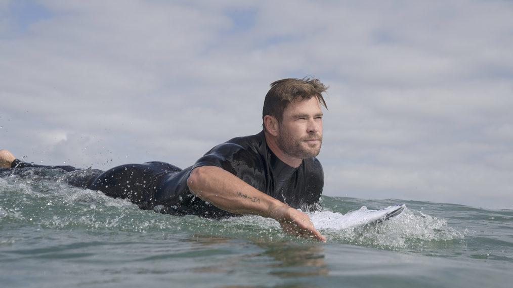 Chris Hemsworth espère « éliminer certains mythes » dans « Shark Beach » sur Nat Geo