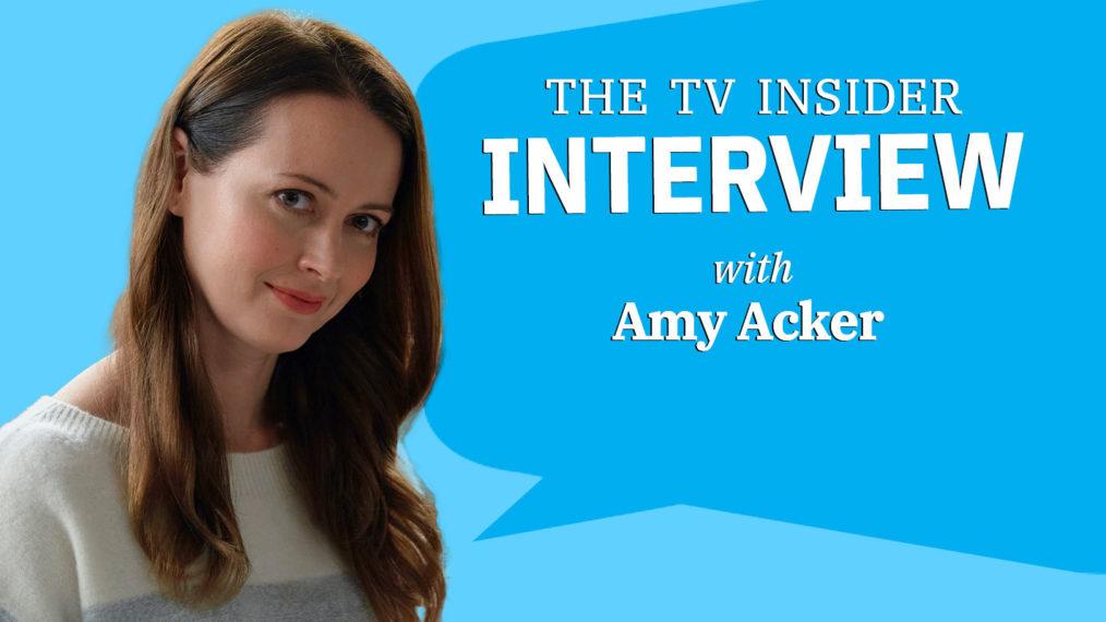 La star de 'Crashing Through the Snow' Amy Acker sur le fait de devenir torride avec Warren Christie (VIDEO)