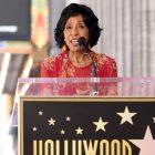 """La star des Jeffersons, Marla Gibbs, """"va bien"""" après avoir semblé s'évanouir lors d'un discours sur le Walk of Fame à Hollywood (VIDEO)"""