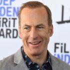 """Bob Odenkirk s'exprime après une """"petite crise cardiaque"""" sur le plateau de Better Call Saul, remercie les fans pour """"l'effusion d'amour"""""""