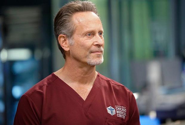 Chicago Med promeut Steven Weber et ajoute deux membres de la distribution pour la saison 7
