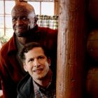 """Jake met en place un """"piège parental"""" pour Holt et Kevin dans """"Brooklyn Nine-Nine"""" (RECAP)"""