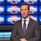 Mike Richards sorti en tant que nouveau «Jeopardy!»  Hôte au milieu des controverses