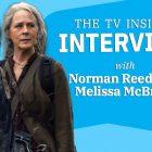 Norman Reedus et Melissa McBride de 'TWD sur la relation 'glissante' de Carol et Daryl (VIDEO)