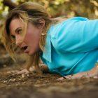 "Lucy Lawless qualifie la saison 2 de ""My Life Is Murder"" de ""Joyful Little Romp"" (VIDEO)"