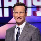 """L'animateur de """"Jeopardy"""" Mike Richards s'excuse après que des commentaires sexistes refont surface"""