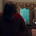 Impeachment: American Crime Story: Monica Lewinsky a un cadeau pour le président dans les premières images du drame FX