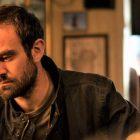 Charlie Cox, star de 'Kin', explique pourquoi les fans de 'Daredevil' apprécieront le drame AMC +