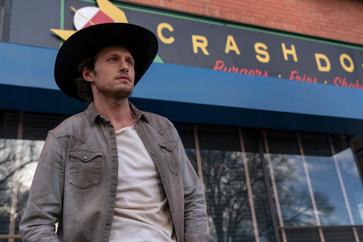 Roswell, Nouveau-Mexique : Saison quatre ;  Andrew Lees et Zoe Cipres reviendront sur la série CW