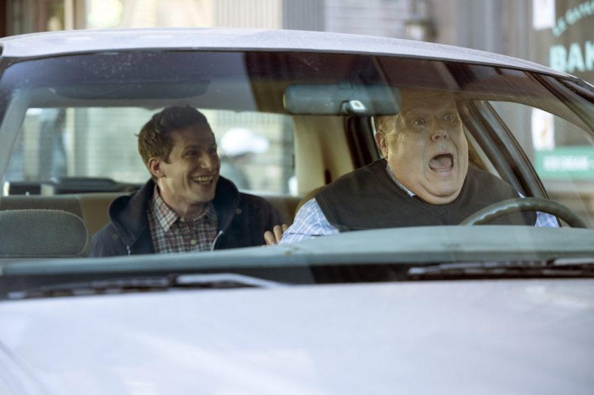 Andy Samberg dans le rôle de Jake Peralta, Joel McKinnon Miller dans le rôle de Scully