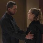 """Le patron du PD de Chicago et Jesse Lee Soffer taquinent la réponse de Halstead à la proposition """"Upstead"""" lors de la première de la saison 9"""