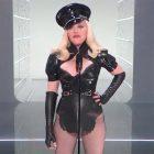 Madonna lance les VMA avec un message d'anniversaire effronté pour MTV - Regardez