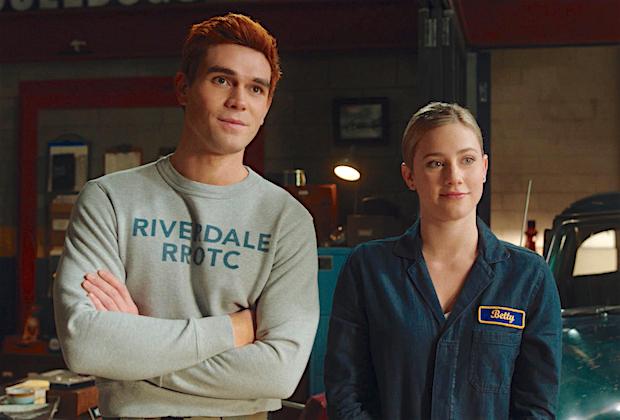 Riverdale EP fait allusion à la réunion 'Barchie': 'Ils font plus que se regarder' dans les derniers épisodes de la saison 5