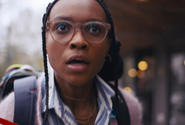 Naomi poursuit un scoop de Superman et obtient plus que ce qu'elle avait négocié dans le teaser de la nouvelle série de super-héros CW