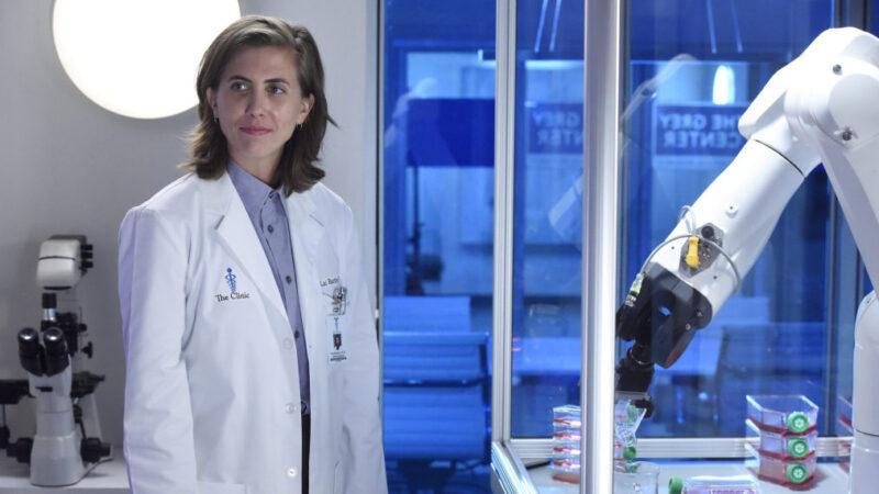 Le premier docteur non binaire de Grey's Anatomy, joué par ER Fightmaster, revient dans la saison 18